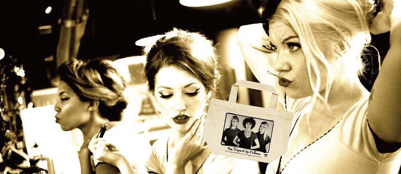 ボストンが生んだフォトジェニックなファンガール3!  ドーリーズの限定CD+ランチ&7インチ・トートバックを発売!!